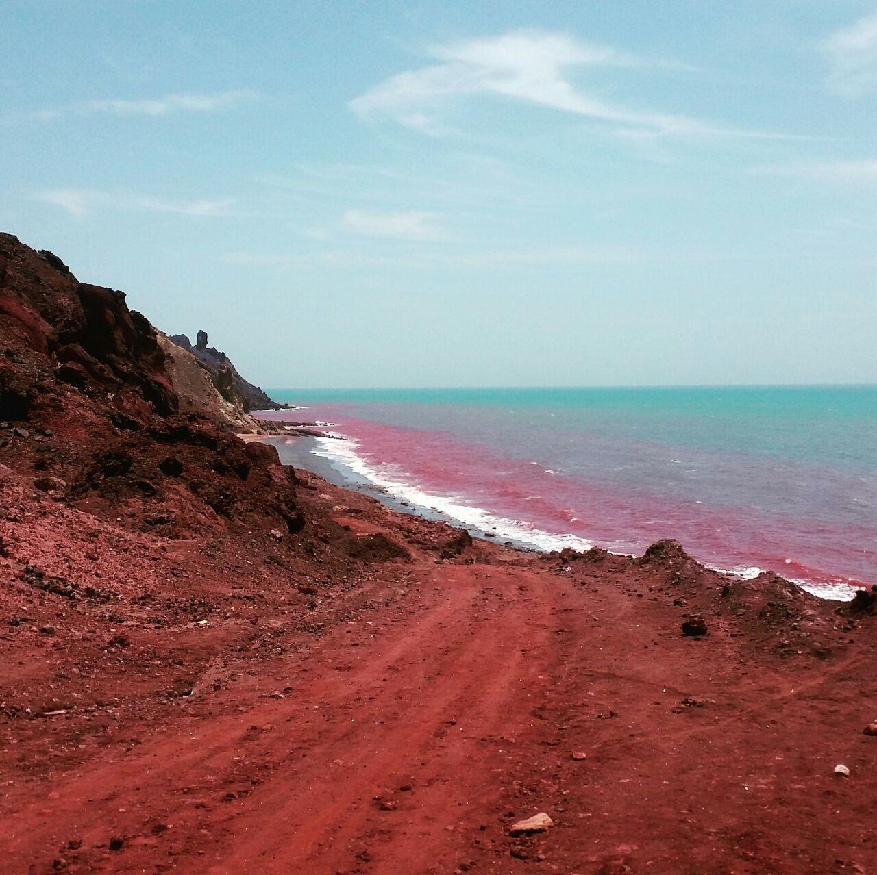 خاک قرمز جزیره هرمز بهشت زمین شناسی جهان